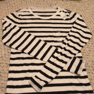 GAP | BLACK & WHITE STRIPED SHIRT